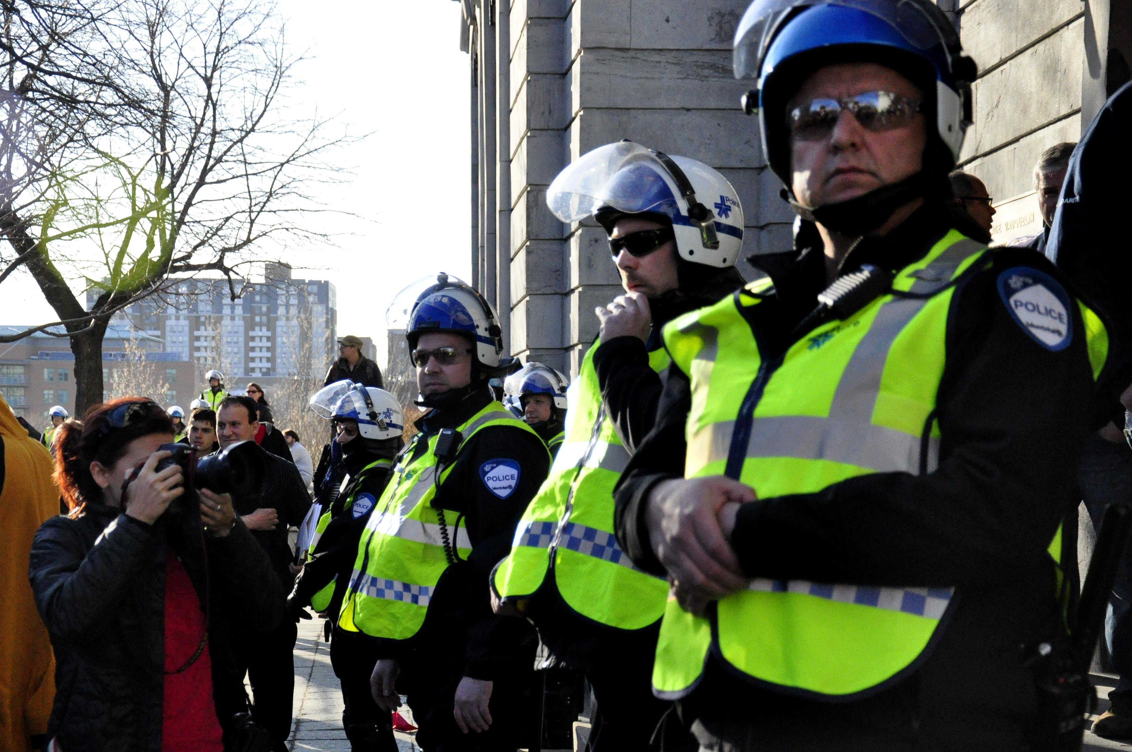 Plein feux sur le traitement musclé des journalistes par la police dans le cadre des manifestations au Québec